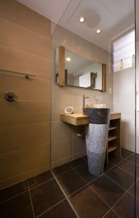 En-suite bathroom with granite basin